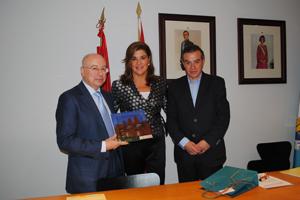 Valdemorillo firma un convenio con la jefatura provincial - Jefatura provincial de trafico madrid ...