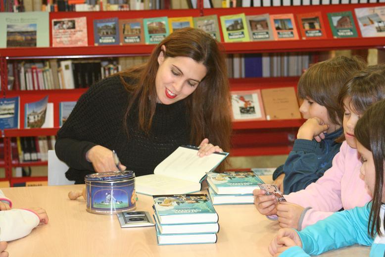 Alfred, Agatha, Morritos Jones y Ana Campoy en la radio y en la biblioteca