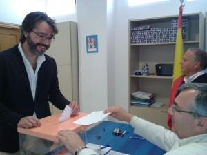 Borja votando
