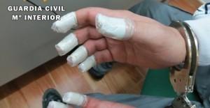 El presunto ladrón llevaba cinta en los dedos para evitar dejar huellas dactilares.