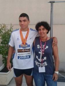 Javier Ocaña, junto con su entrenadora, Alicia Martín Berlanas.