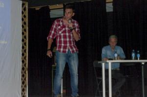 Diego Cortecero expone ante la presencia del profesor Martínez Artola.