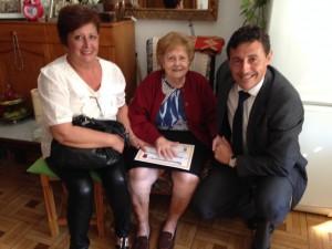 Aurora Panés, y el alcalde junto a Amelia Rodríguez Gómez.