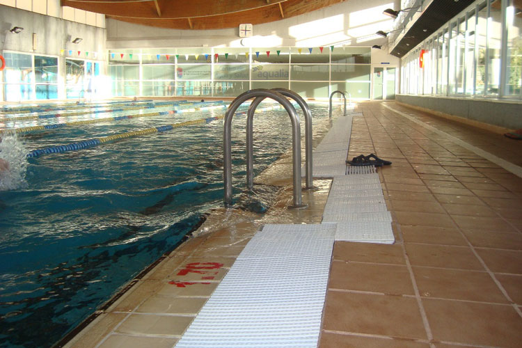 Finaliza la segunda fase de mejora de las piscinas for Cubiertas para piscinas madrid