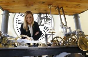 La presidenta de la Comunidad de Madrid, Cristina  Cifuentes, comprobaba ayer los últimos preparativos que se están llevando a cabo en el Reloj de la Puerta del Sol, de cara a las campanadas que darán entrada al nuevo año 2016.