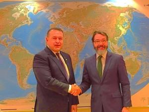 El alcalde, Borja Gutiérrez, junto al presidente de la Cámara de Comercio e Industria de Rumanía.