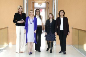 La presidenta de la Comunidad de Madrid, Cristina Cifuentes, entrega las distinciones 8 de marzo de la Comunidad de Madrid con motivo del Día Internacional de la Mujer.  Foto: D.Sinova / Comunidad de Madrid