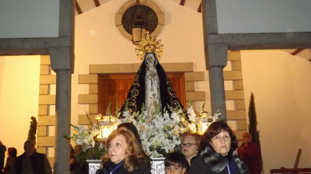 Nuestra Señora de la Soledad saliendo de la iglesa.