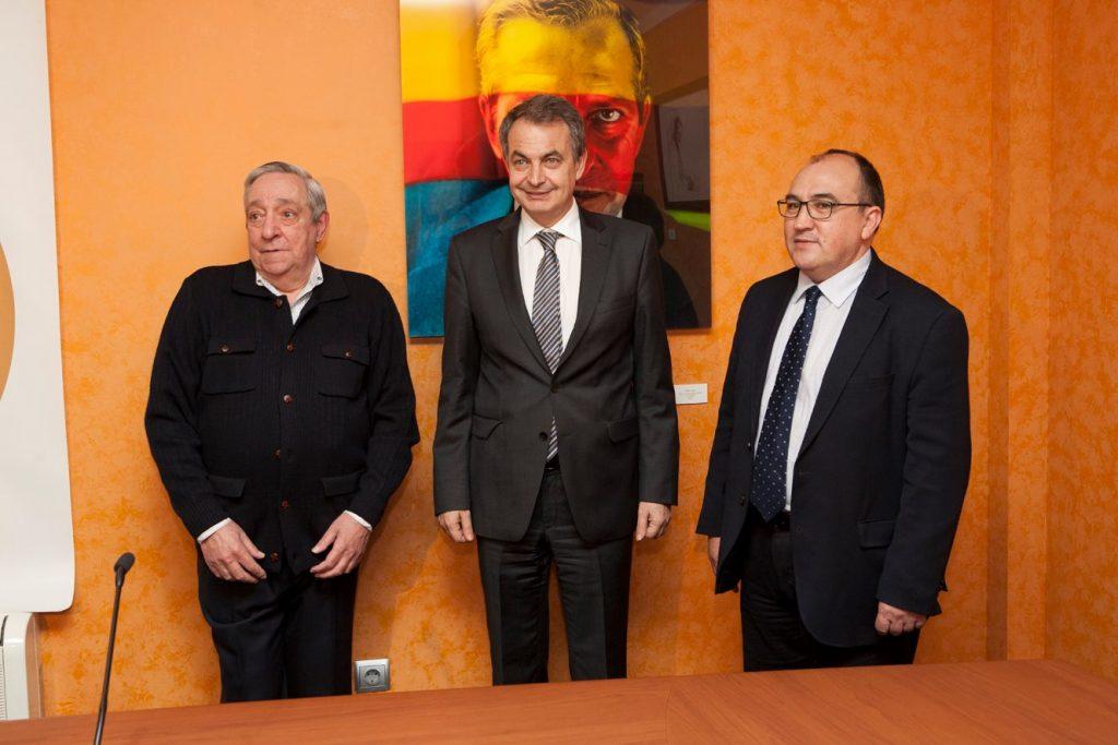 Ricardo Suárez, hermano de Adolfo; José Luis Rodríguez Zapatero y Pedro Muñoz, alcalde de la localidad.