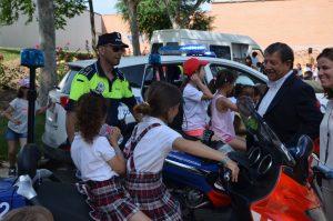 Visita de las autoridades municipales durante la jornada.